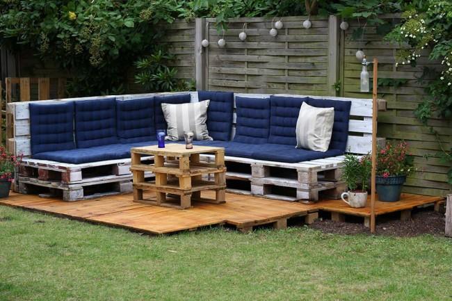Садовый диван из поддонов. Фото 6