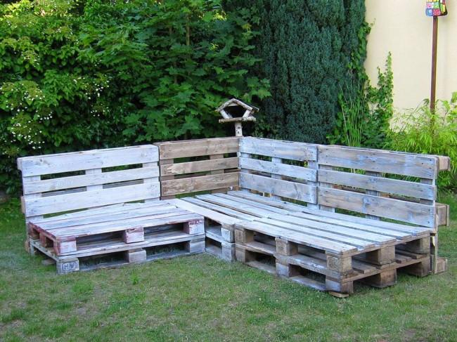 Садовый диван из поддонов. Фото 4