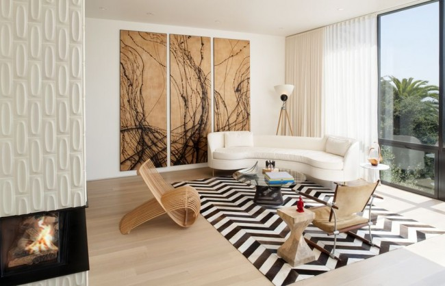 Триптих с изображением абстракции в гостиной