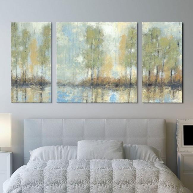 Пейзаж в пастельных тонах в спальне