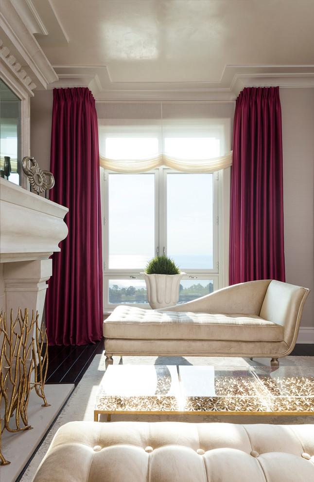 Роскошные тяжелые шторы - неотъемлемый элемент неоклассического интерьера