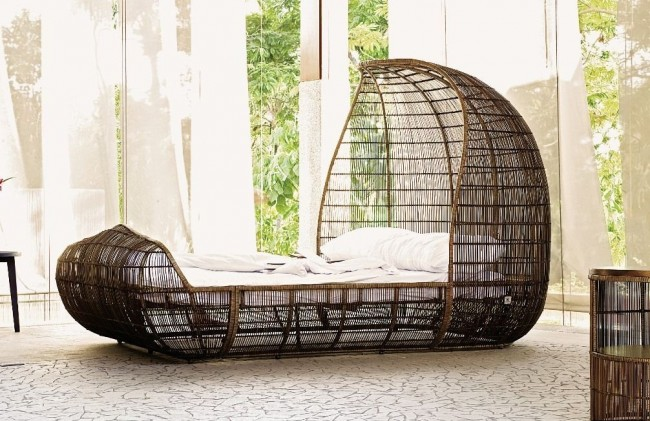 Необычная плетеная односпальная кровать