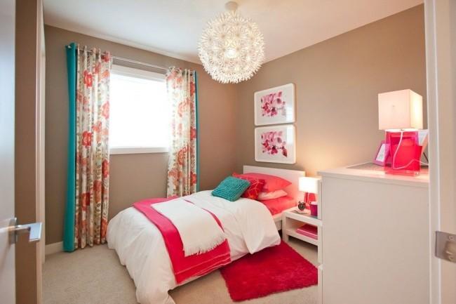 Односпальная кровать в спальне современного стиля