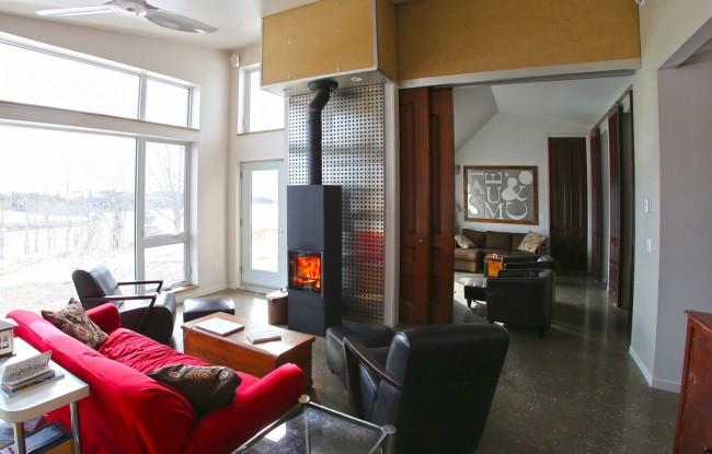 Печь камин для дачи длительного горения позволяет дольше поддерживать необходимую температуру в доме