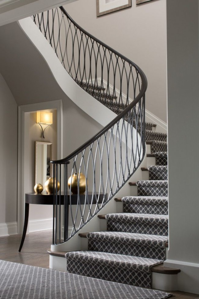 Лестница с элегантными перилами в стиле ар-деко