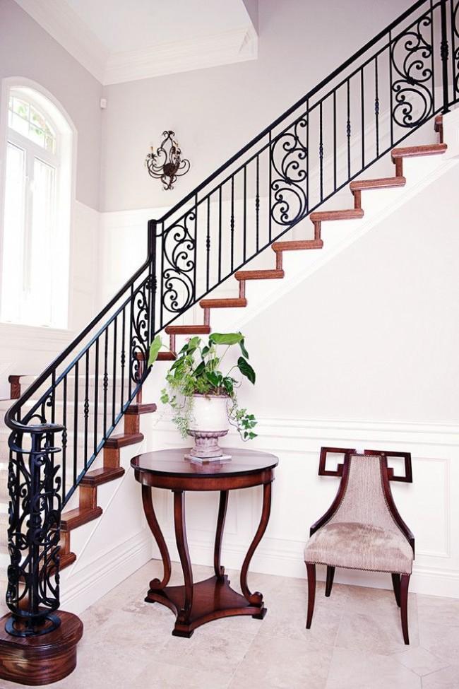 Лестница с коваными заполнителями в викторианском стиле