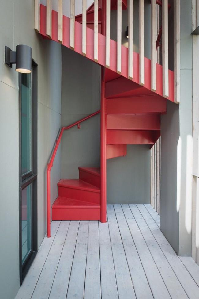 Яркая и интересная лестница в стиле ретро