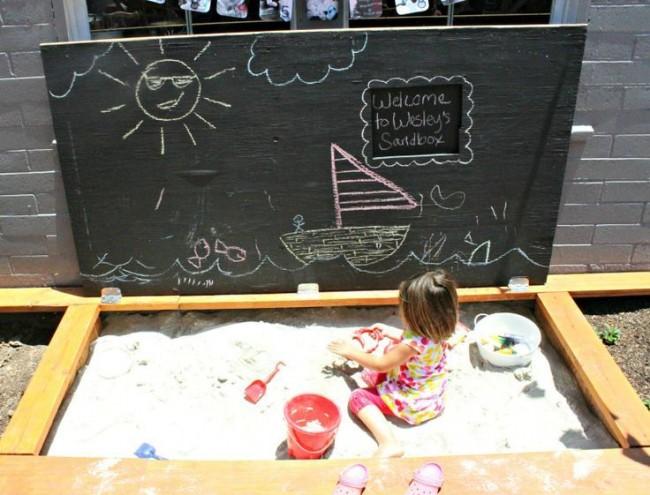 Прямоугольная песочница с крышкой- доской для рисования внутри