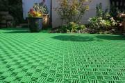 Фото 15 Пластиковая плитка для дорожек на даче (41 фото): экономичное и мобильное покрытие