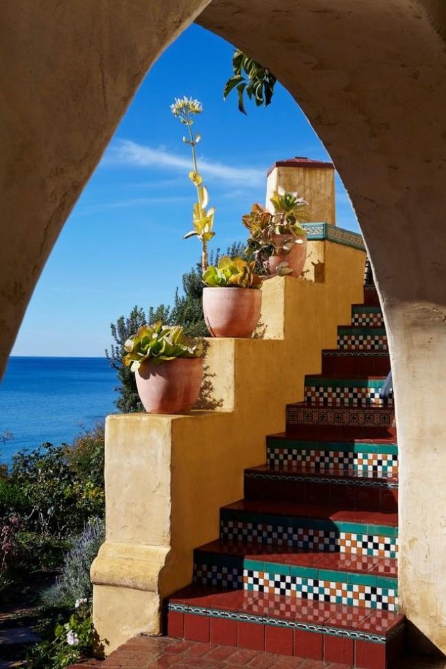 Красивая и правильно подобранная плитка ступеней подчеркнет стиль здания