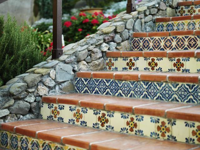 При укладке нужно сделать незначительный уклон ступеней, который обеспечит стекание воды во время дождя или проведения уборки