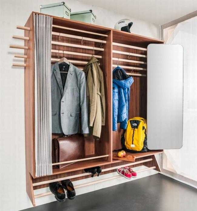 Шкаф в прихожей с удобными складными дверцами