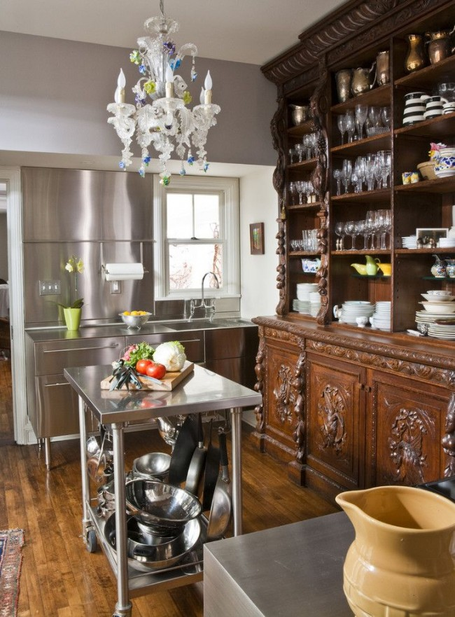 Интересное сочетание мебели из разных материалов