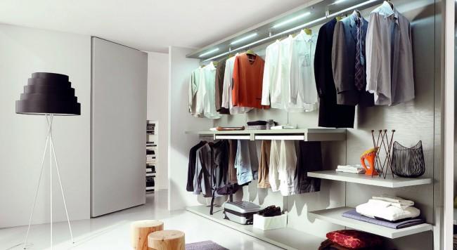 Компактная гардеробная на декоративных панелях