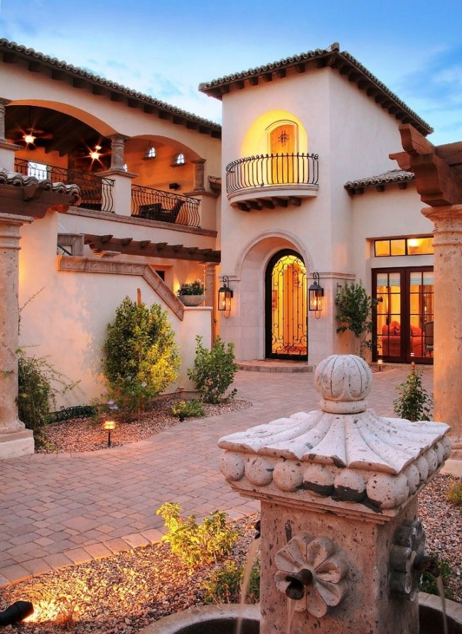 Клинкерная брусчатка во дворике в средиземноморском стиле