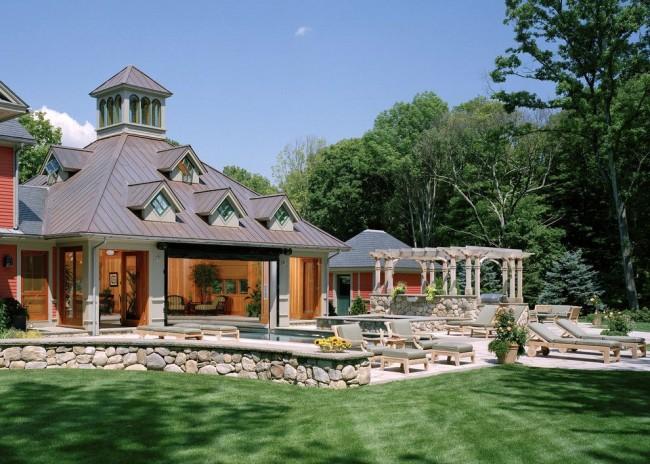 Шатровая крыша подходит для дома в виде квадрата или правильного многоугольника