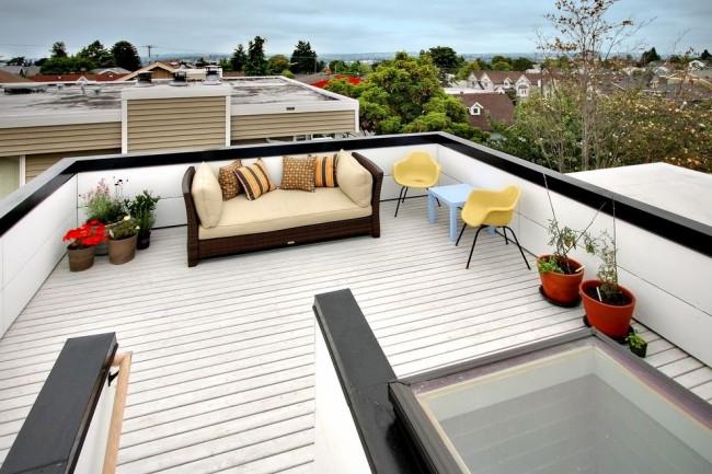 На плоской крыше можно разместить зону отдыха