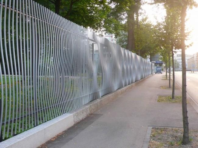 Забор с эффектом выпуклостей
