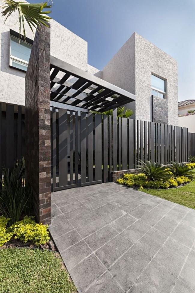 Штакетник применяется для ограждения жилых и промышленных объектов