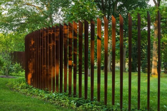 Оригинальный фигурный забор