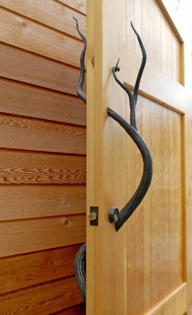 Дверные ручки для межкомнатных дверей. В зависимости от назначения помещения выбирается и баланс между декоративностью, функциональностью и безопасностью дверной ручки. Там, где есть дети, лучше избегать ручек с острыми выступающими частями