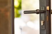 Фото 1 Дверные ручки для межкомнатных дверей: 65+ потрясающих дизайнерских моделей, конструкции и цены