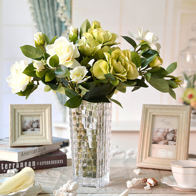 В XVIII-XIX веках гардения уже очень часто встречалась в теплицах цветоводов США, Англии и Шотландии