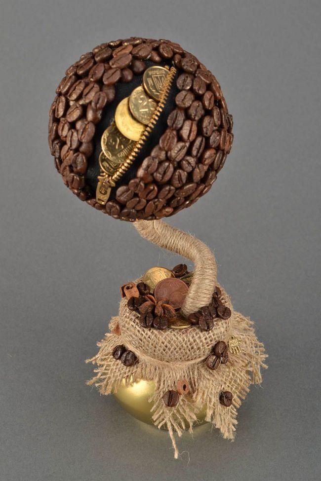 Как создать домашний топиарий. Топиарий, сделанный из кофейных зерен и украшенный монетами, станет наилучшим подарком коллеге