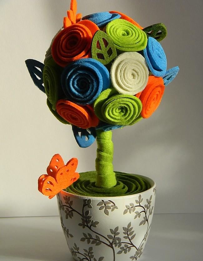 Как создать домашний топиарий. Яркий цветочный топиарий в белом горшочке с растительным узором - очаровательный подарок подруге