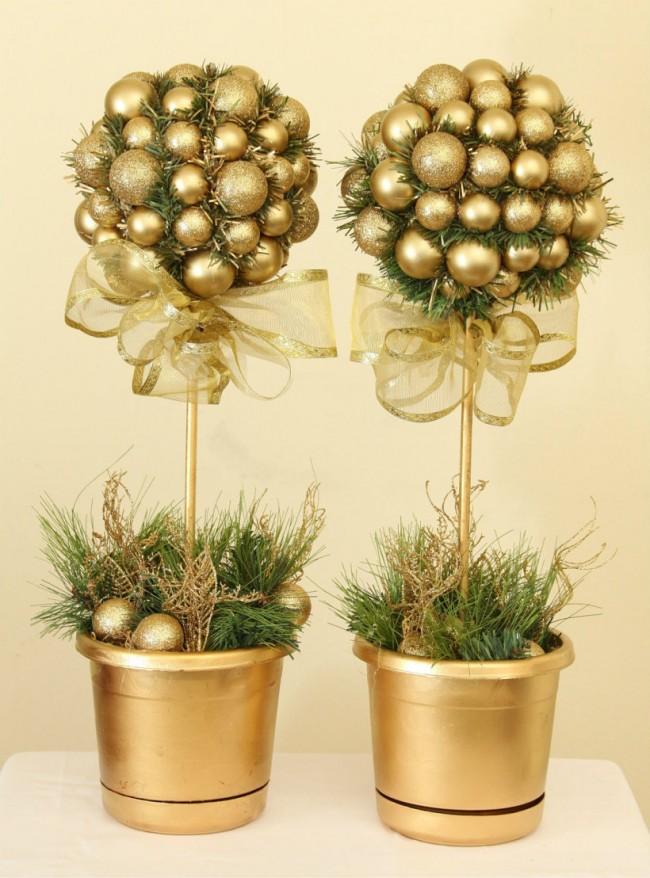 Как создать домашний топиарий. Новогодние топиарии можно сделать с золотистой фольгой