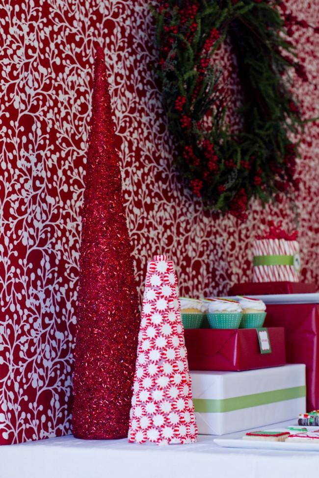 Как создать домашний топиарий. Новогодние елочки-топиарии из люрексовых нитей и леденцов