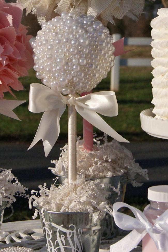 Топиарий из жемчужных бусин в алюминиевом ведерке: милая часть декора для свадьбы в стиле шебби-шик