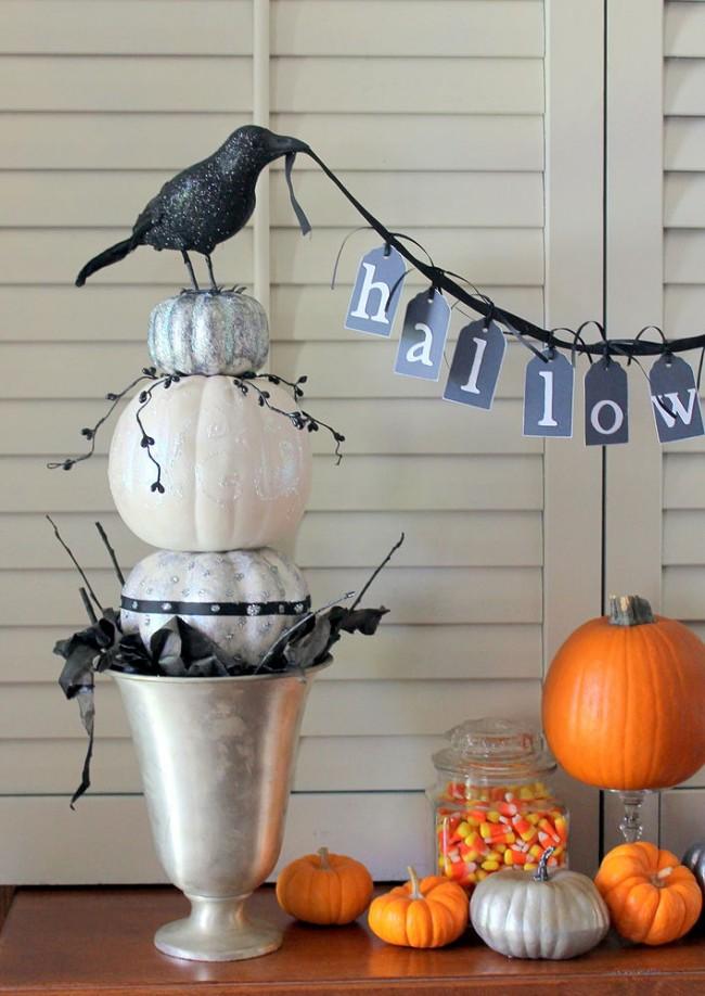 Как создать домашний топиарий. К Хэллоуину можно сделать топиарии из маленьких раскрашенных тыкв и украсить их фигурками ведьм, привидений и других сказочных персонажей