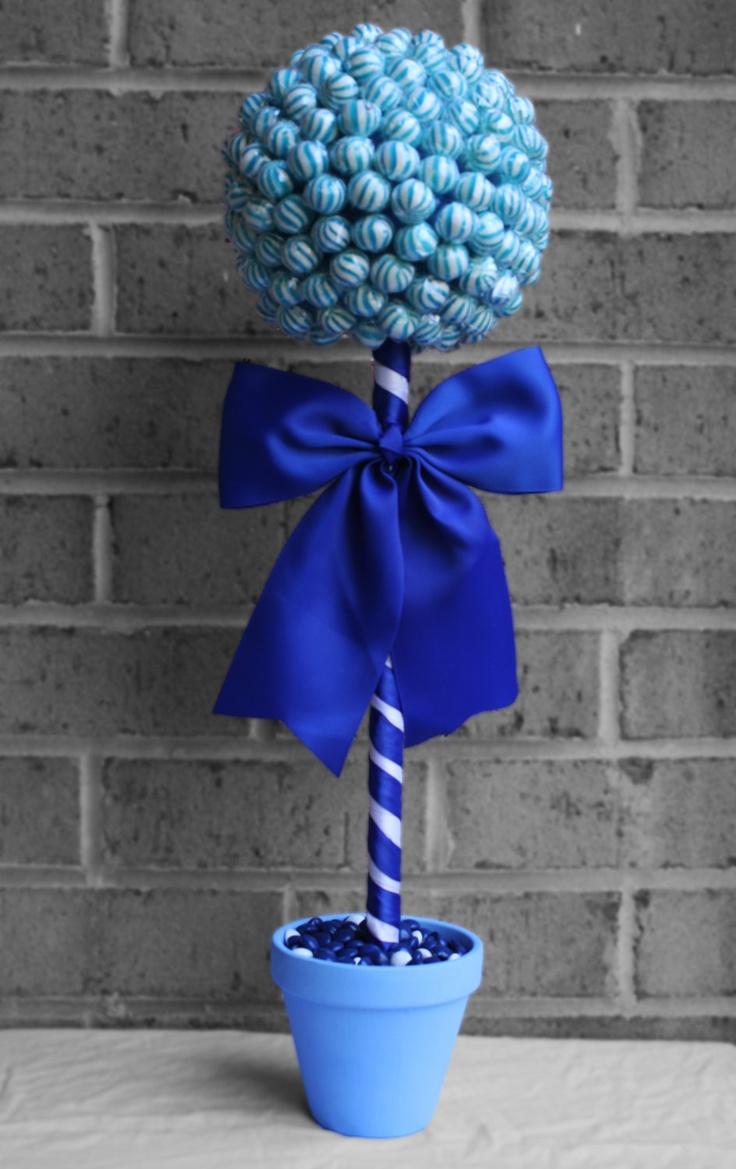 Топиарий из цветов в синем цвете