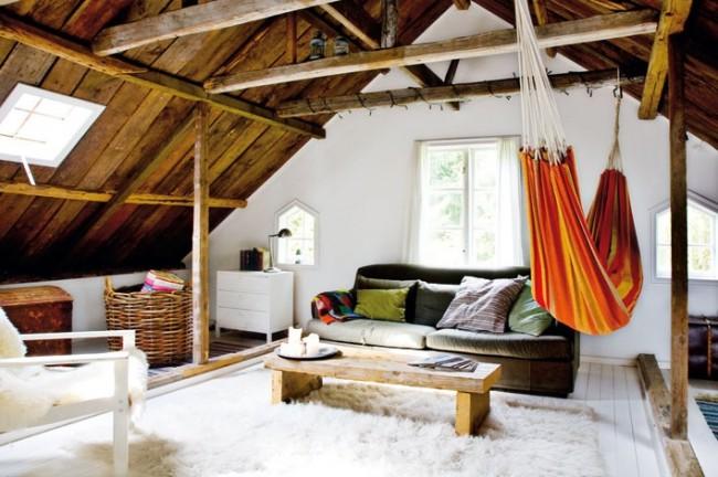 Мансардный этаж. На чердачном помещении с окнами при минимальных усилиях и затратах можно сделать уютную гостиную