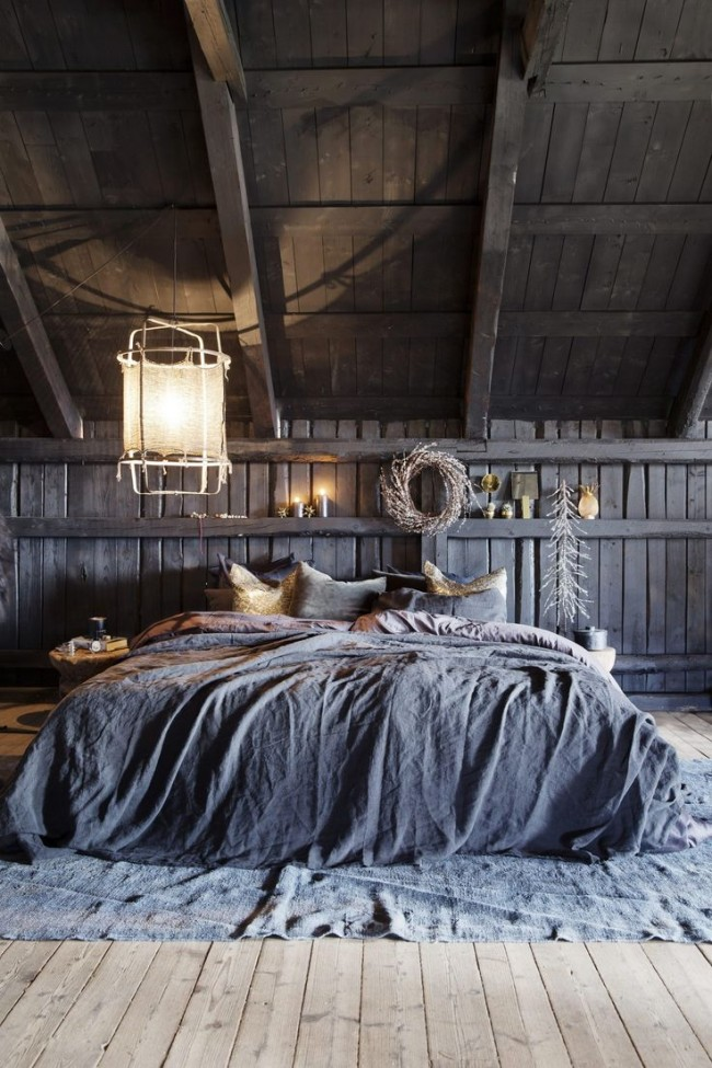 Мансардный этаж. Кантри-стиль: некрашеное дерево, первозданность стен, грубая фактура в текстиле и украшениях