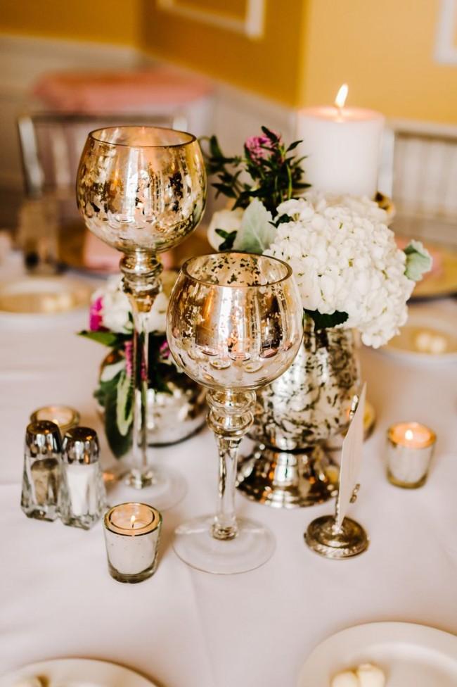 Оформление зала на свадьбу. Классический декор свадебного стола: золоченые бокалы для молодоженов