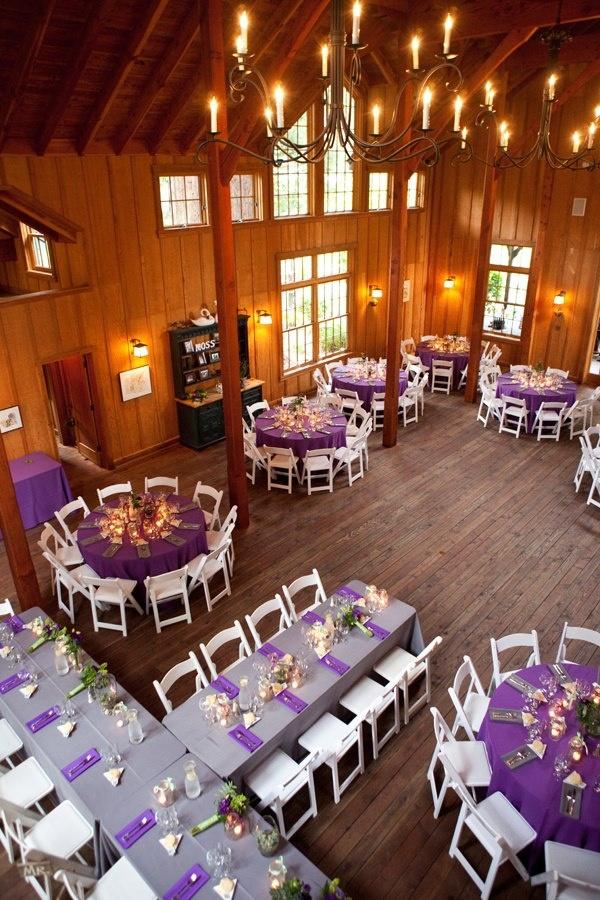 Мечтательный сиреневый цвет, вписанный в общую rustic-, без излишеств, тематику свадебного декора