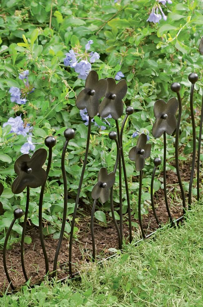 Ограждение для клумб своими руками. Хорошо смотрятся кованые ограждения для клумб, они же могут быть и опорой для вьющихся растений