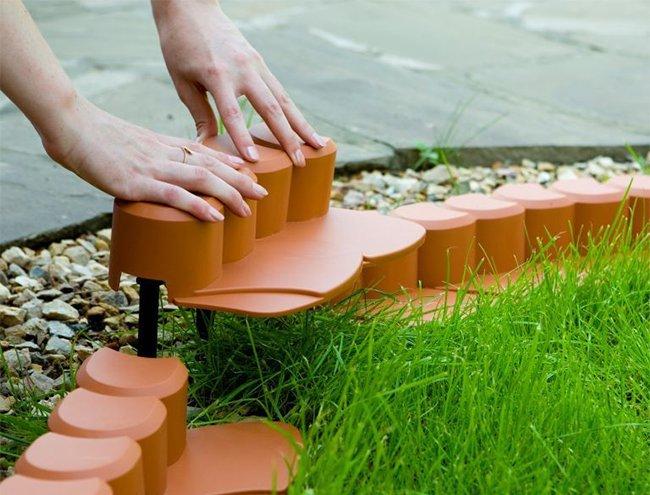 Ограждение для клумб своими руками. Пластиковая ограда из отдельных секций - самая простая в установке