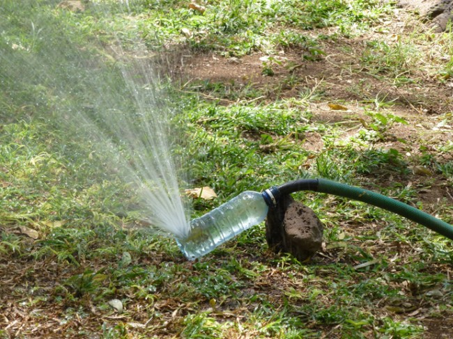 Простой и удобный рассекатель струи из шланга для полива сада