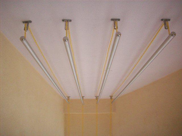 """Потолочная сушилка для белья на балкон. Потолочная сушилка без провисаний, работающая по принципу """"лианы"""""""