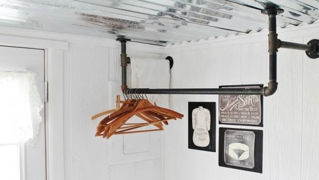Потолочная сушилка для белья на балкон. Самодельная индустриальная сушилка из труб и фитингов с настенно-потолочным креплением