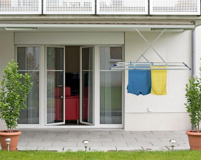 """Потолочная сушилка для белья на балкон. Сушилка для белья, складывающаяся способом """"slide"""" под потолком"""