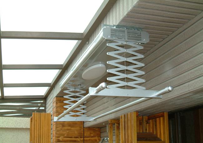 Потолочная сушилка для белья на балкон. Потолочная складная электросушилка с подсветкой, сенсором влажности и феном