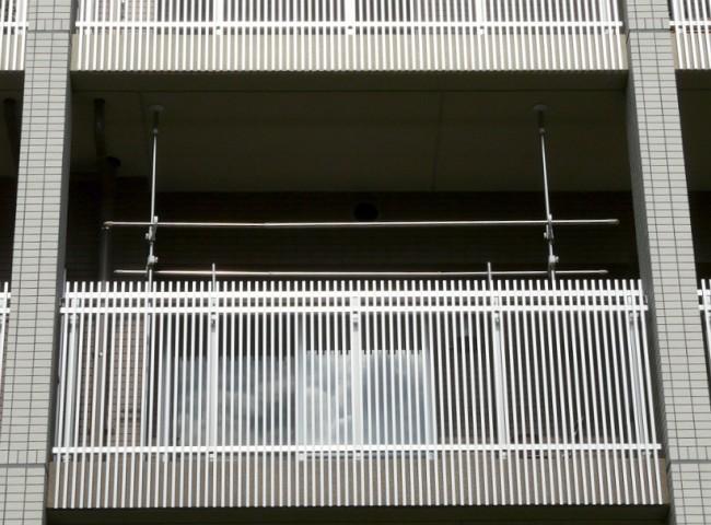 Потолочная сушилка для белья на балкон. В этой статье мы рассмотрим эстетичные способы решения проблемы сушки белья в условиях городского жилья