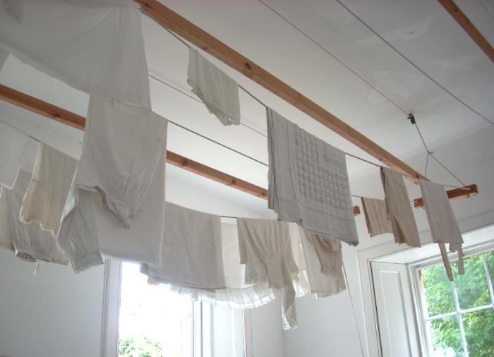 Потолочная сушилка для белья на балкон 45 фото