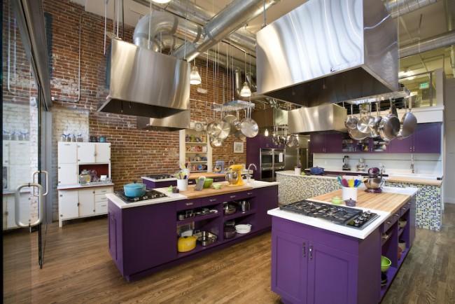 Рейлинговые системы составляются индивидуально для каждой кухни, их может быть даже несколько над разными зонами кухни, отдельных или объединенных