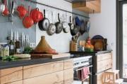 Фото 7 Рейлинги для кухни (50 фото): удобные «вешалки» для полезных мелочей