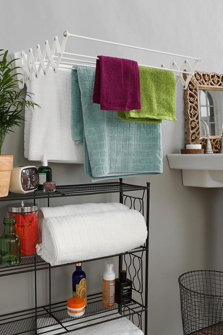 С кованой мебелью ванной комнаты удачнее всего сочетается раздвижная сушилка для белья